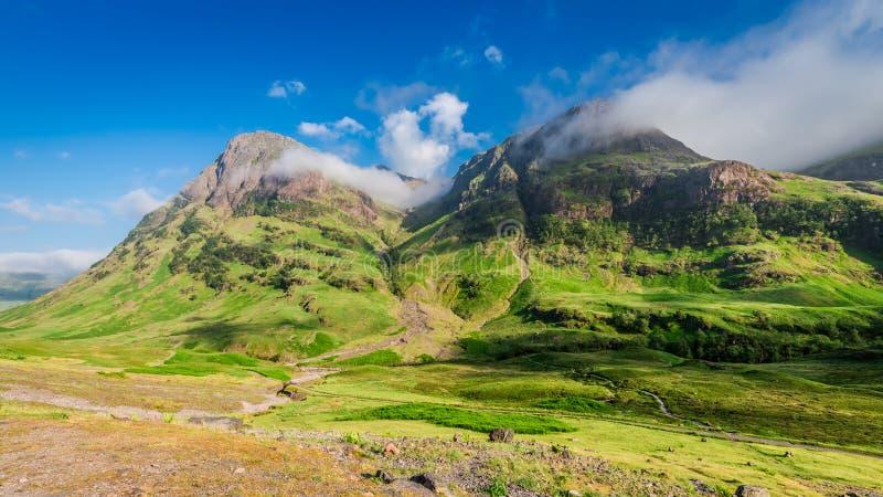 Montañas maravillosas de Glencoe en la salida del sol imagen de archivo libre de regalías