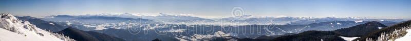 Montañas nevadas del invierno Paisaje ártico Outdoo colorido foto de archivo