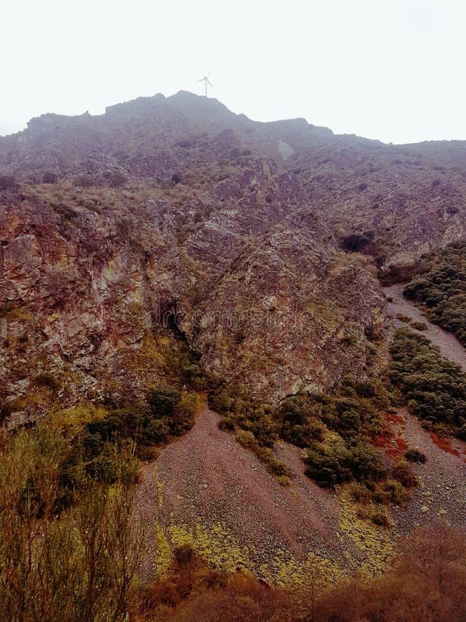 Montañas rocosas asombrosas fotografía de archivo libre de regalías
