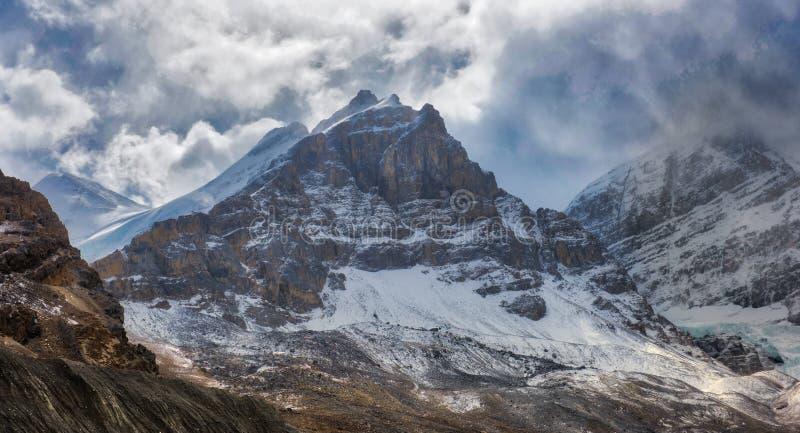 Montañas rocosas canadienses - Andromeda del soporte, ruta verde de Icefields imágenes de archivo libres de regalías