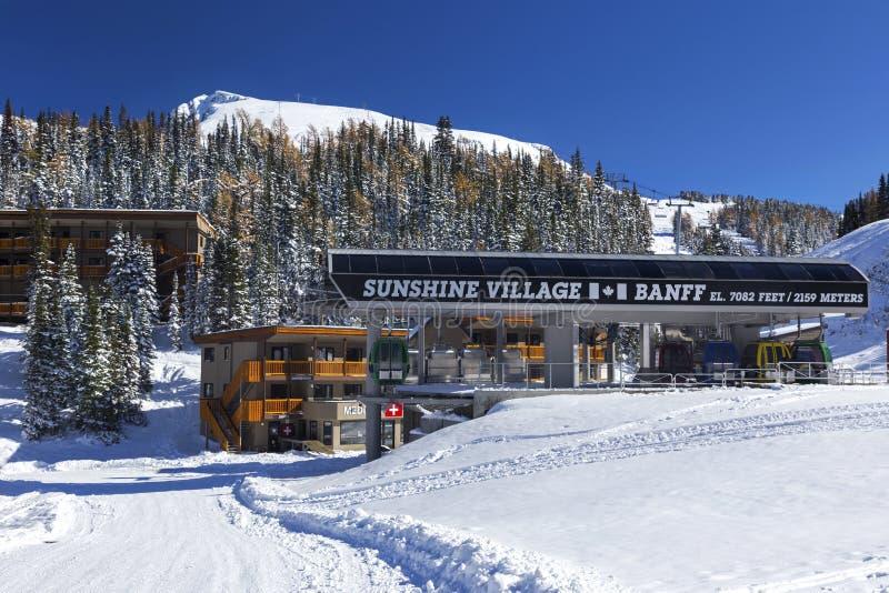 Montañas rocosas canadienses del parque nacional de Ski Area Terminal Building Banff del pueblo de la sol foto de archivo libre de regalías