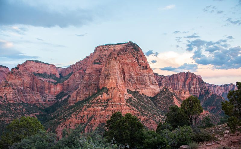 Montañas rojas de la roca fotos de archivo libres de regalías