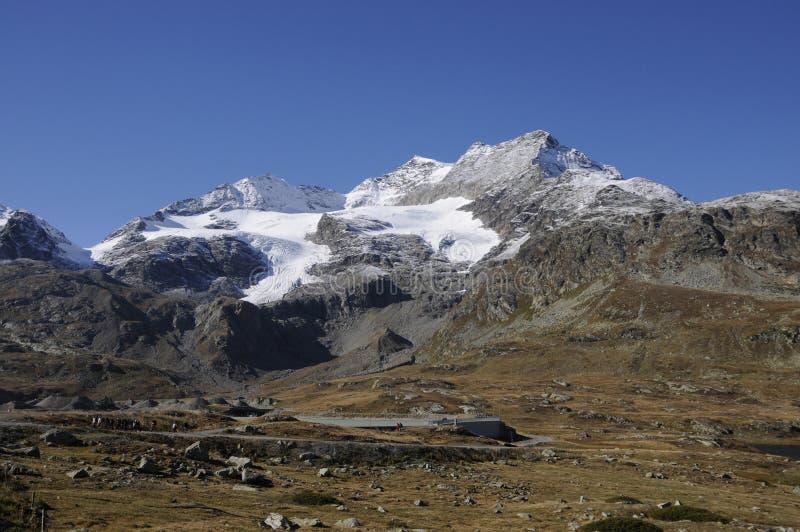 Montañas suizas: paisaje de la montaña con los glaciares de fusión imagen de archivo libre de regalías