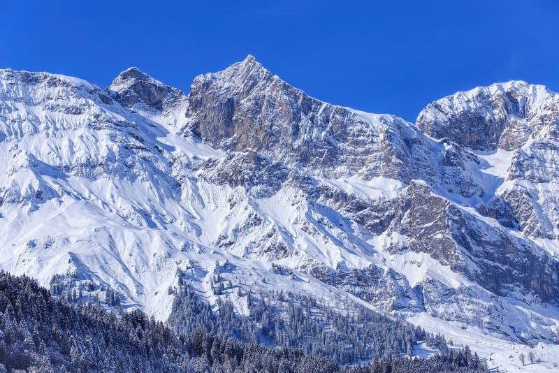 Montañas suizas - visión desde Engelberg foto de archivo libre de regalías