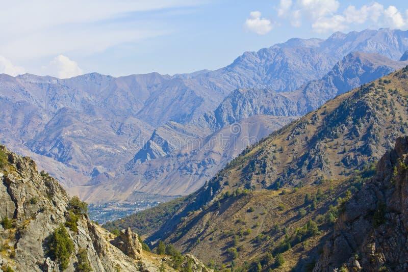 Montañas, Tien Shan occidental, foto de archivo libre de regalías