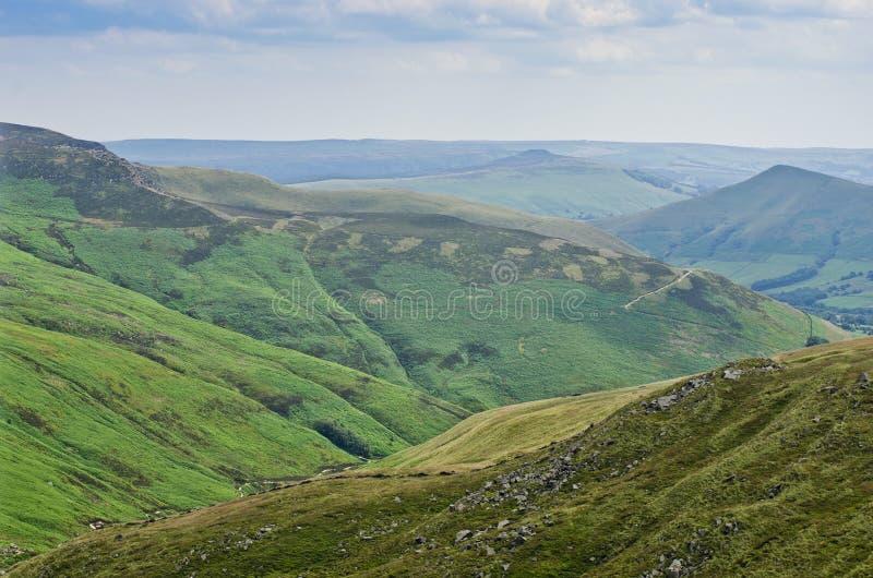 Montañas verdes enormes, colinas del campo en Inglaterra, Reino Unido, Europa imágenes de archivo libres de regalías