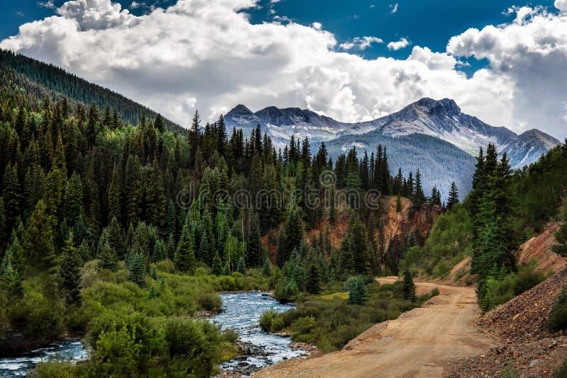 Montañas y friver de Colorado imagen de archivo libre de regalías