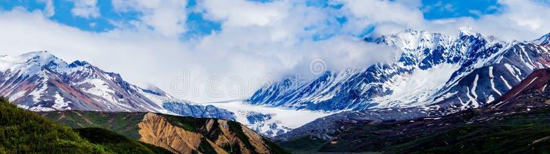 Montañas y glaciares rugosos fotografía de archivo libre de regalías