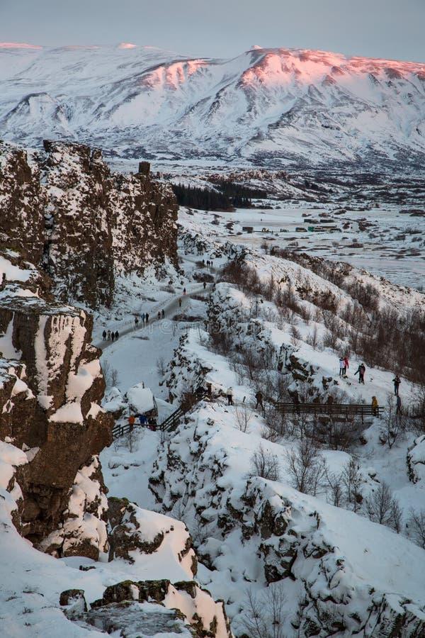 Montañas y nieve de Islandia foto de archivo