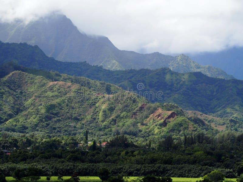 Montañas y valle de Hanalei imagenes de archivo