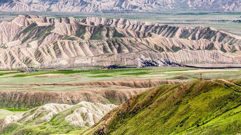 Monta?as agradables en el pa?s de Kirguist?n imágenes de archivo libres de regalías