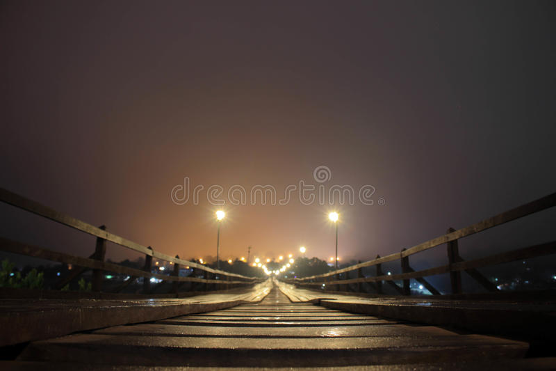 Montag-hölzerne Brücke lizenzfreie stockfotos