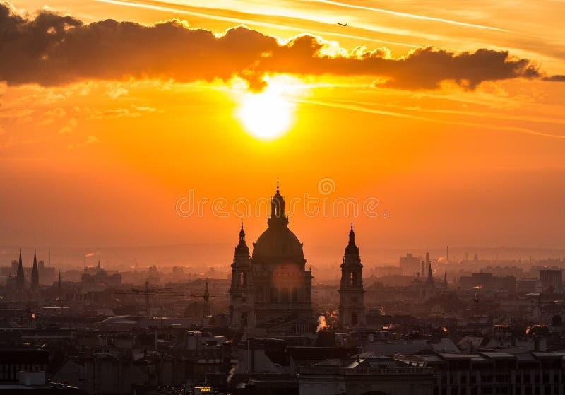 Montag Morgen - St- Stephen` s Basilika stockfotos