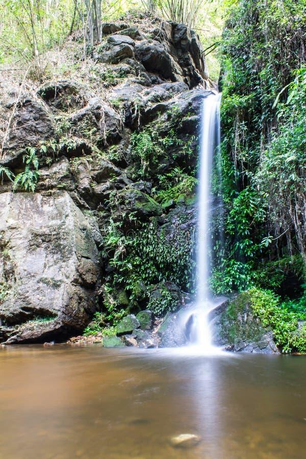 Montag Tha als Wasserfall in Doi Suthep - Pui National Park stockbilder