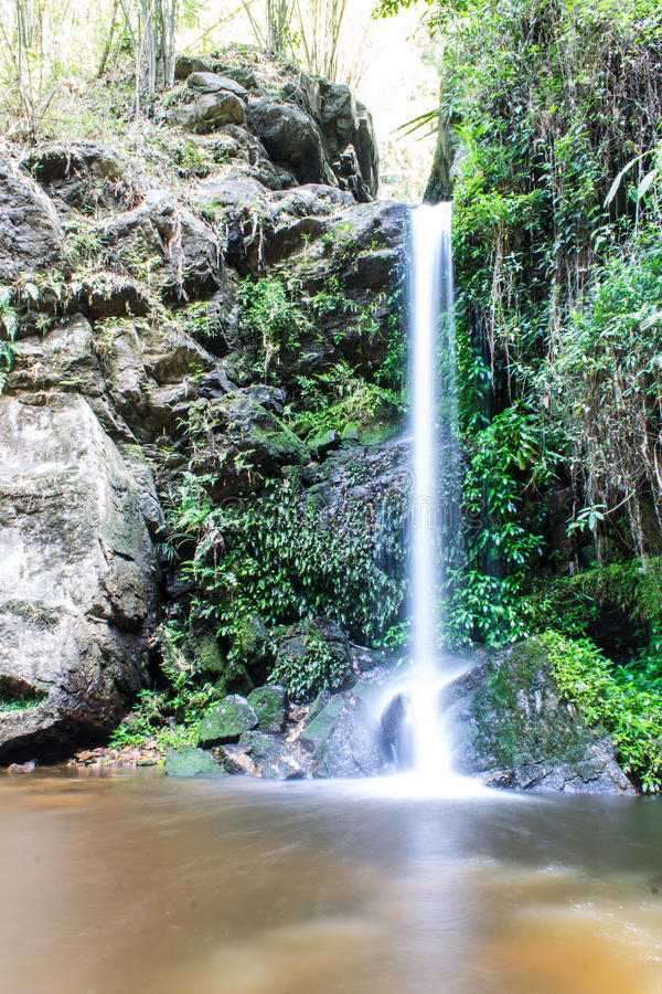 Montag Tha als Wasserfall in Doi Suthep - Pui National Park, Chiangmai lizenzfreie stockbilder