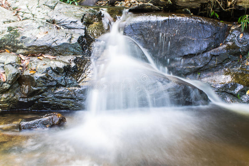 Montag Tha als Wasserfall in Doi Suthep - Pui National Park, Chiangmai lizenzfreie stockfotos