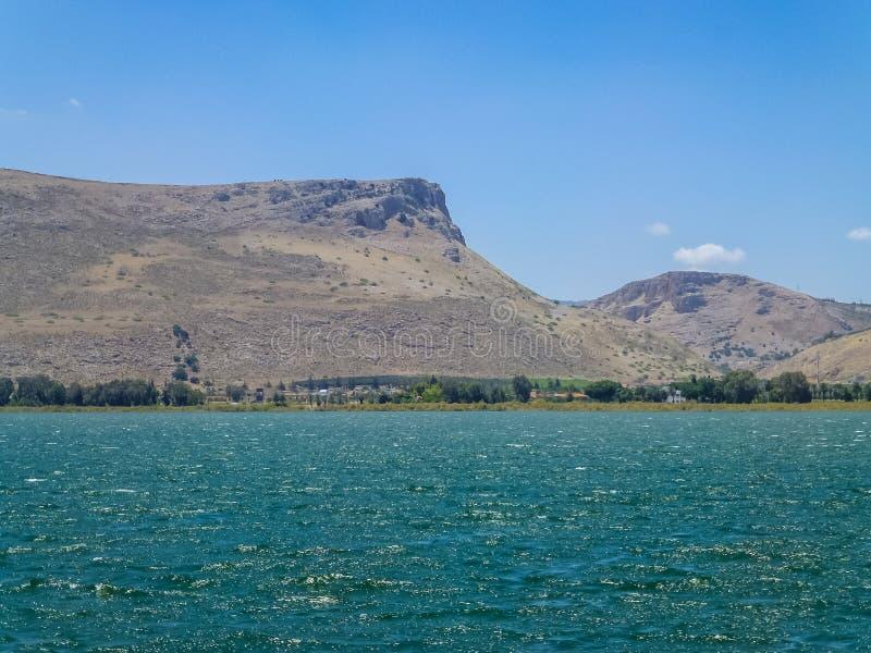A montagem Arbel e montagem Nitai, mar de Galilee em mais baixo Galilee, Israel foto de stock royalty free