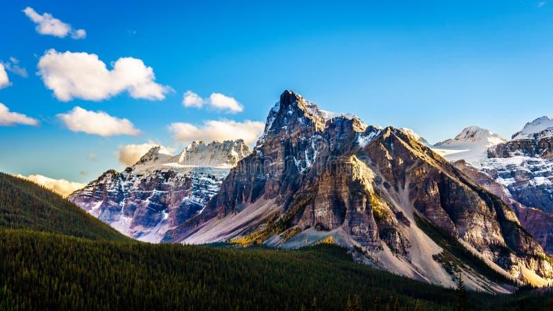 Montagem Babel ou a torre de Babel no parque nacional de Banff fotografia de stock royalty free