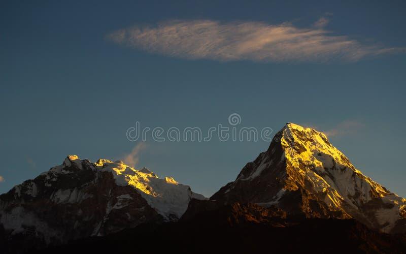 Montagem de brilho Annapurna fotos de stock royalty free