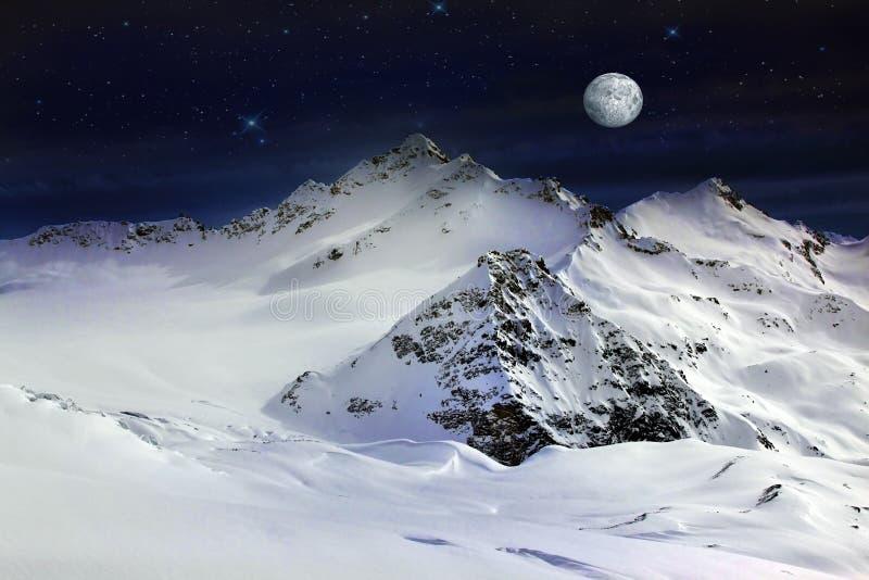 Montagem de Elbrus com lua imagem de stock royalty free