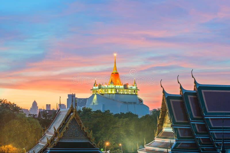 A montagem dourada Marco do curso de Banguecoque, Tailândia fotografia de stock royalty free