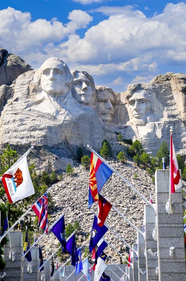 Montagem Rushmore com bandeiras do estado imagem de stock