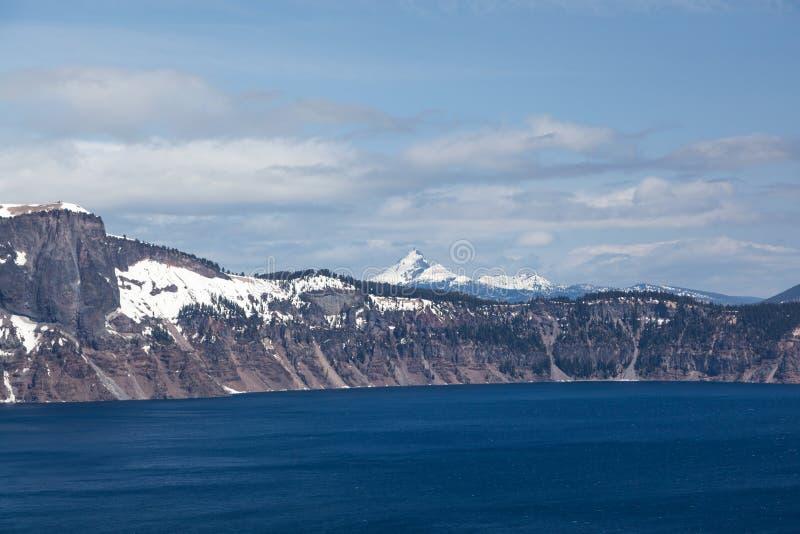 Montagem Thielson além do lago crater fotografia de stock