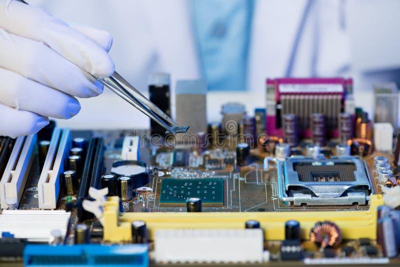Montaggio del microchip fotografia stock libera da diritti
