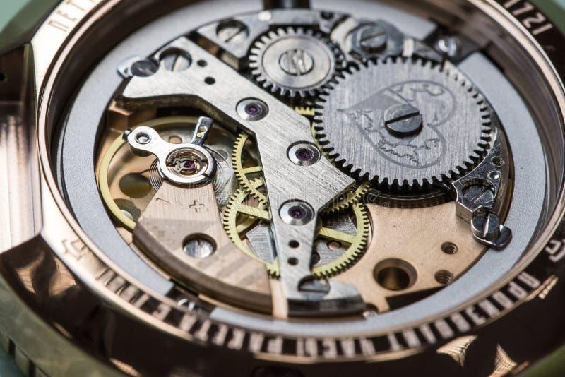 Montaggio dell'orologio meccanico immagine stock