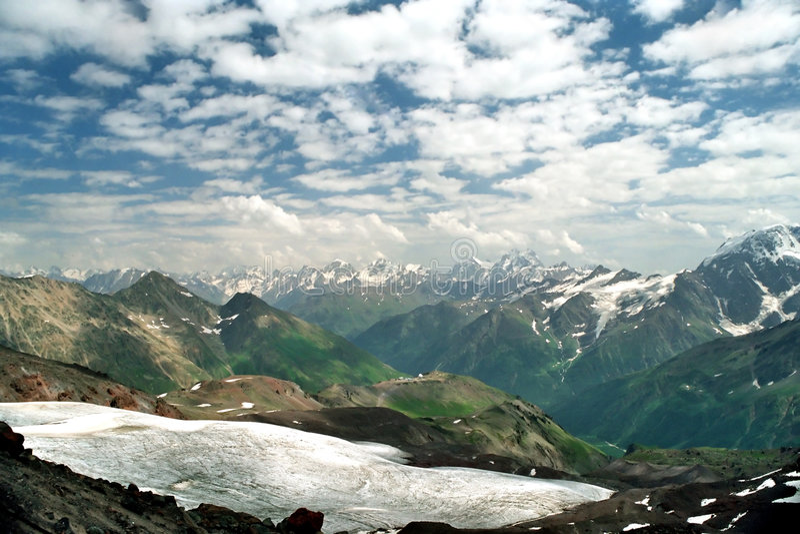 Download Montagna immagine stock. Immagine di ghiacciaio, nubi, neve - 211037