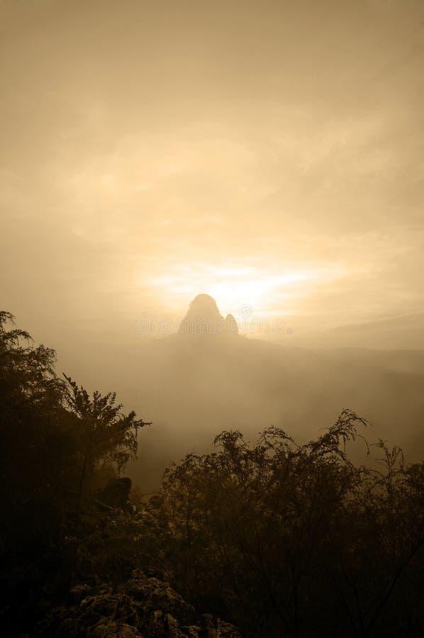 Download Montagna fotografia stock. Immagine di mattina, ascensione - 7317892