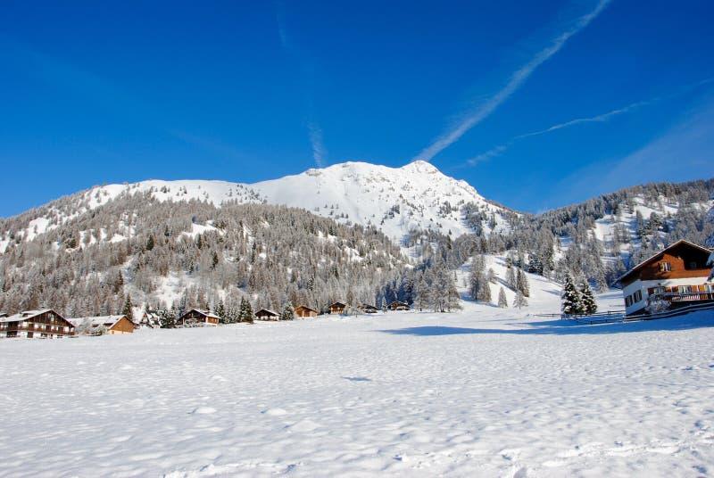 Montagna coperta di neve in Trentino fotografia stock