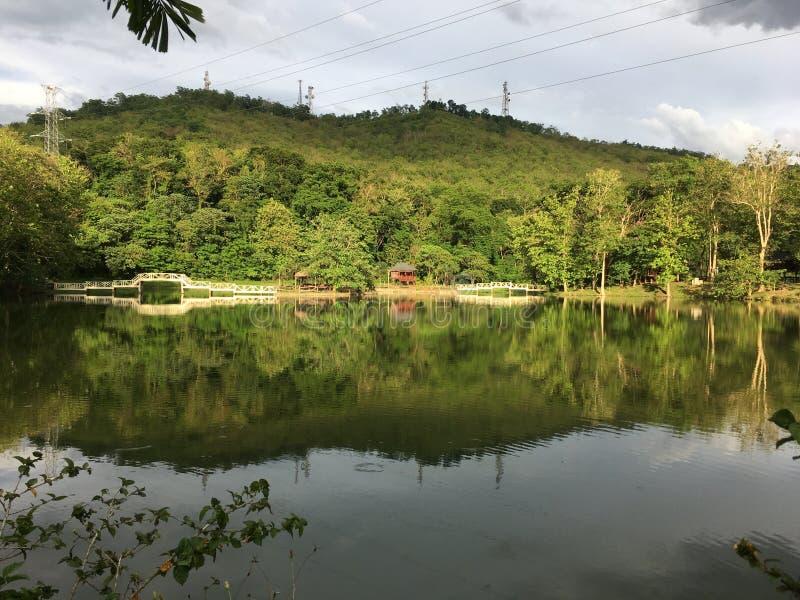 Montagna dal lago fotografia stock libera da diritti