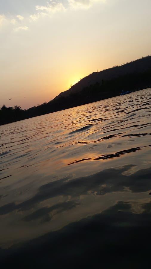 Montagna dell'acqua della natura immagini stock