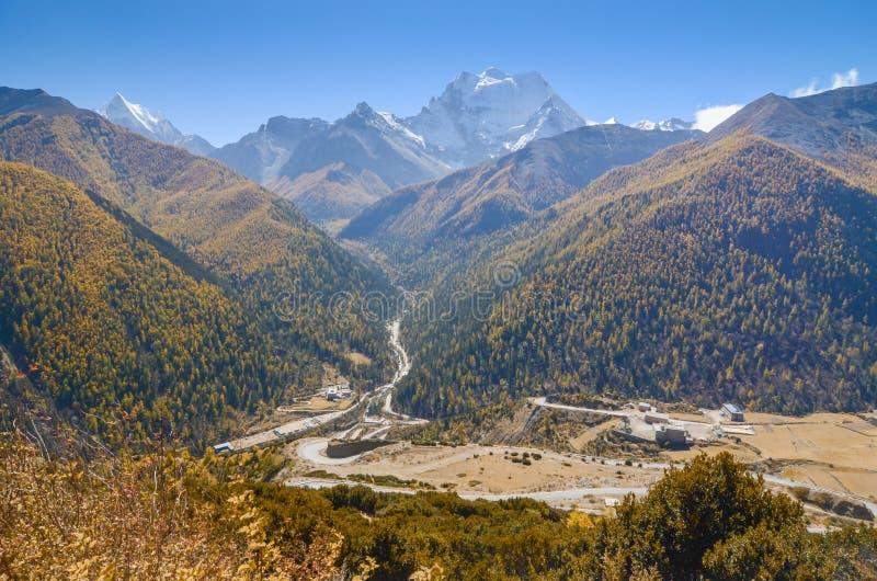 montagna della neve alla riserva naturale di Yading, l'ultima La di Shangri immagine stock