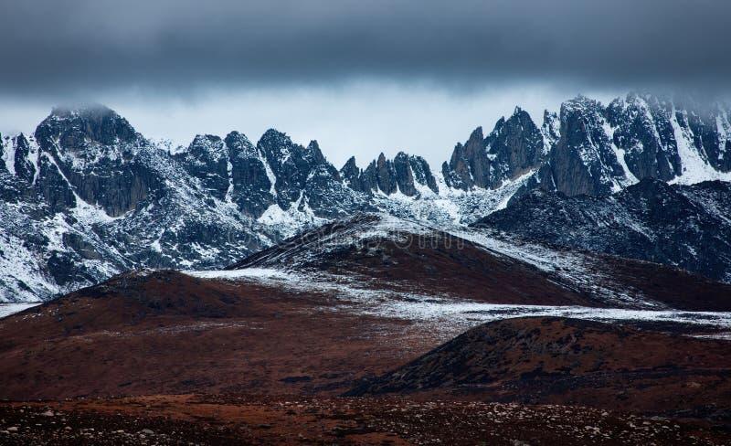 Montagna della neve del blu di ferro fotografia stock