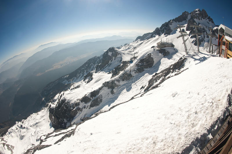 Montagna della neve del drago della giada lijiang il for Cabina di montagna grande orso
