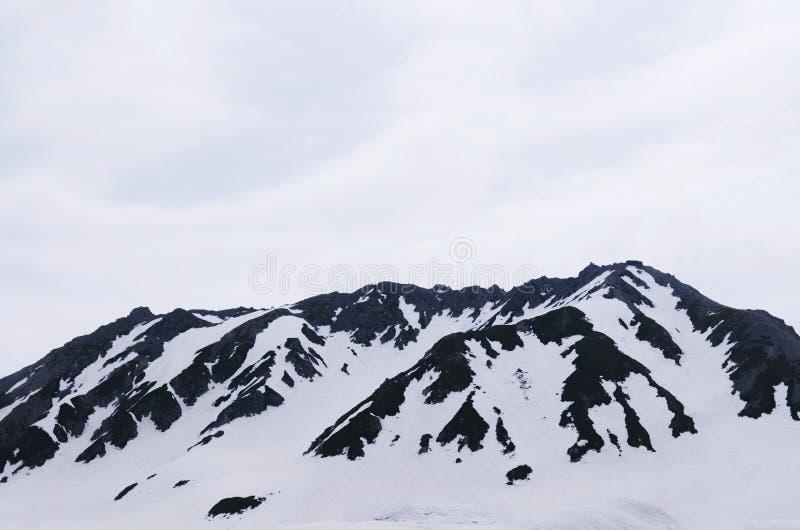 Montagna della neve delle alpi del Giappone, Tateyama Kurobe alpino alla st di Murodo immagine stock libera da diritti