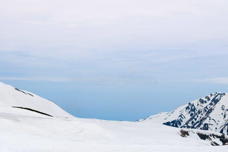 Montagna della neve delle alpi del Giappone, Tateyama Kurobe alpino alla st di Murodo immagini stock libere da diritti