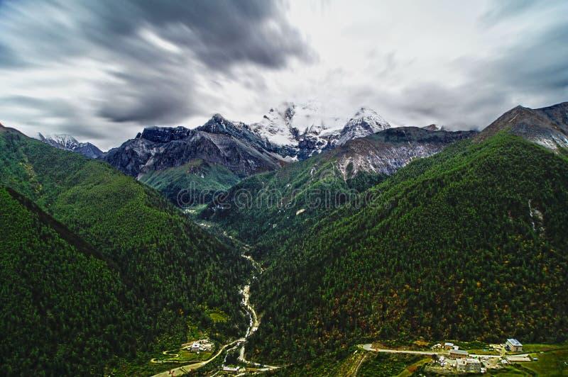 Montagna della neve di Shangri-La immagine stock libera da diritti