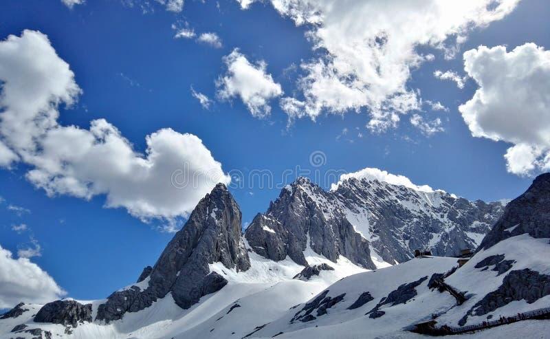 Montagna della neve di Yulong fotografia stock libera da diritti