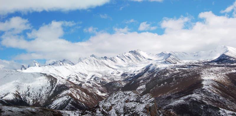 Montagna della neve nel huanglong immagine stock