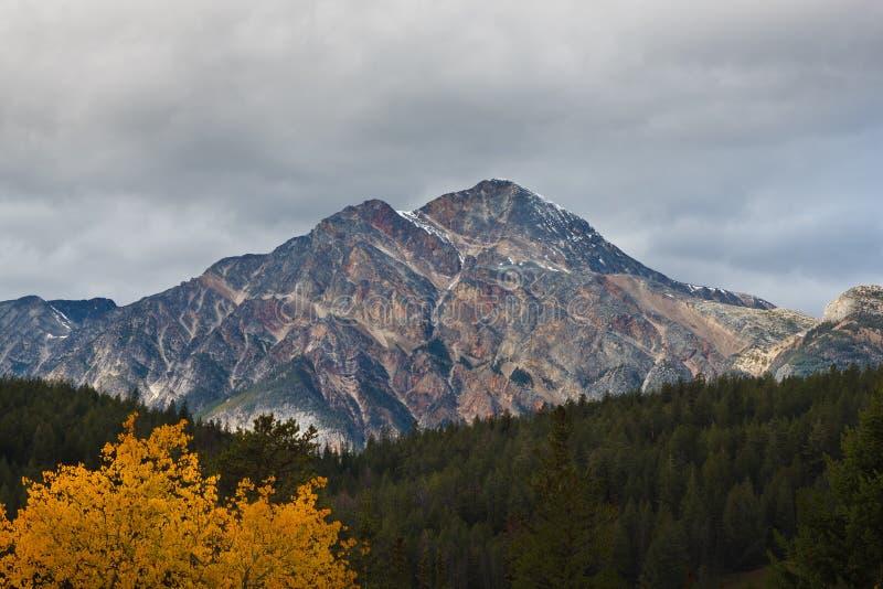 Montagna della piramide, Canada fotografia stock