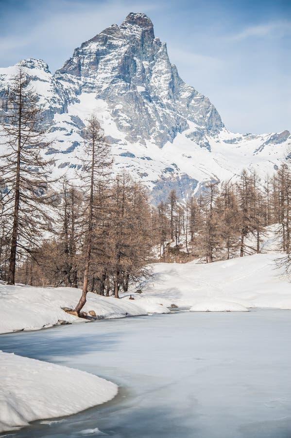 Montagna della roccia della neve, picchi di montagne fotografia stock libera da diritti