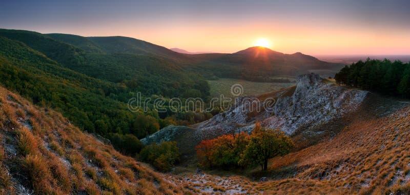 Montagna di autunno in piccolo carpatico fotografie stock