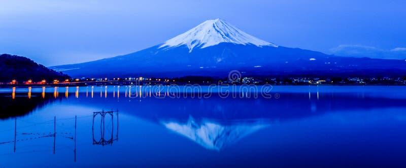 Montagna di Fuji di mattina in autunno fotografia stock