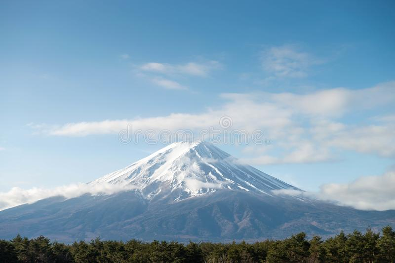 Montagna di Fuji nella mattina con la copertura di neve immagine stock libera da diritti