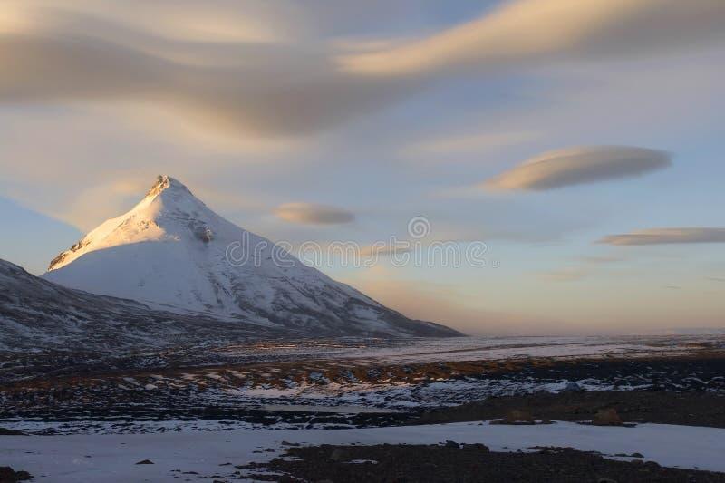 Download Montagna Di Kamen E Nubi Fantastiche Fotografia Stock - Immagine di immaginazione, immaginario: 3883274