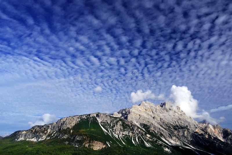 Montagna di Pomagagnon in autunno - nel Nord della cortina d Ampezzo immagine stock libera da diritti