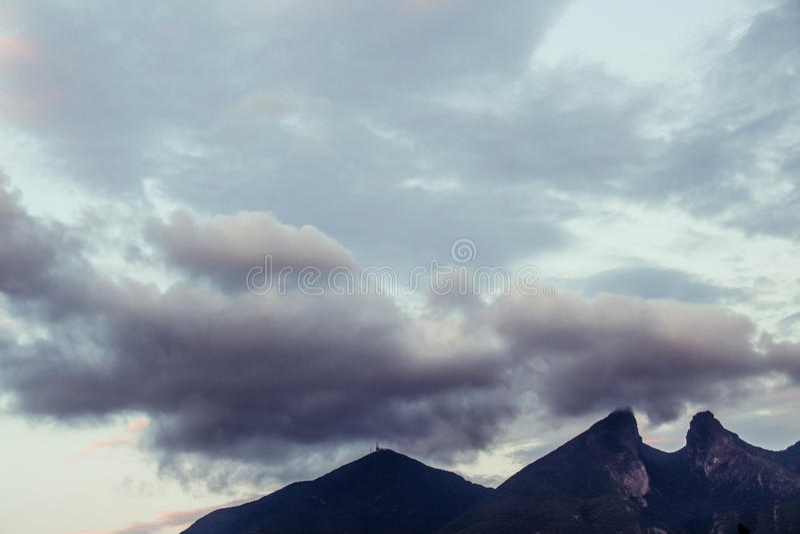 Montagna di Shilla della La di Cerro de nella città di Monterrey fotografia stock libera da diritti